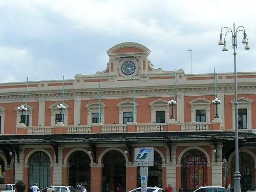 stazione treni Bari